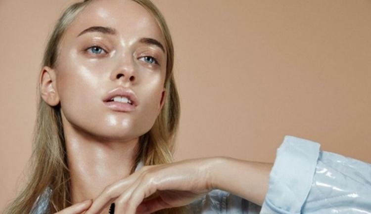 5 Cara Mengatasi Wajah Berminyak : Mudah dan Simple