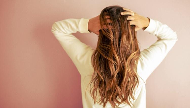 rambut berminyak sebabkan jerawat punggung