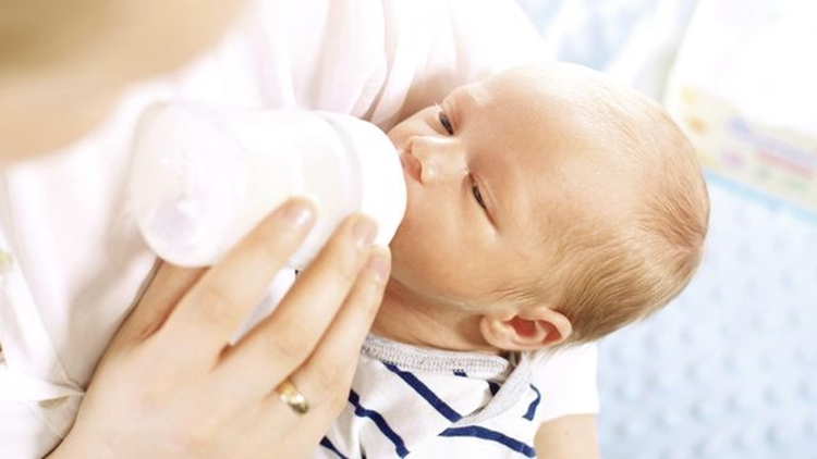 air susu ibu dan susu formula